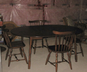 Vilas Table 4 Chairs