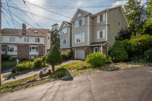 Beautiful sem-detached in Basinview Estates!