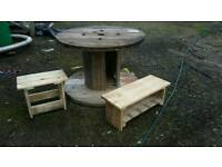 Patio garden pallet reel table stools