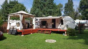 Roulotte Jayco 28 pieds installé au Camping Val-des-Bois
