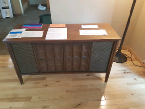 Vintage Stereo (radio and record player)