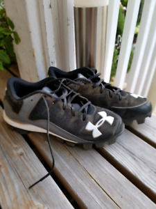 Under armour ball cleats size 6y