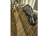 Full set of mens right handed Dunlop golf clubs.