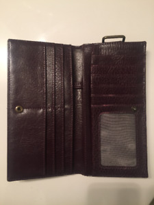 Matt & Nat Wallet- Mint Condition