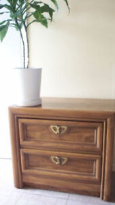 Night stand / Table de chevet