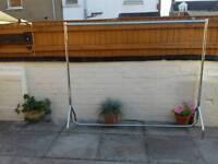 Sturdy clothes rail