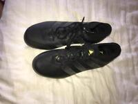 Men's trainers & football boots