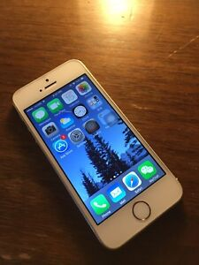 iPhone 5s 32G unlocked Super Mint Condition with case