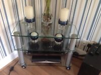 Glass and chrome corner unit for sale good condition small chip that's why selling for £20