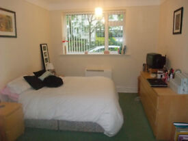 Large Double Bedded Room, in Super Refurbished Flat Share, in a Central & Great Cliff Top Location