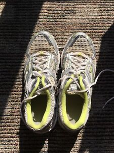 Lightly used mizuno runner women's size 9.5