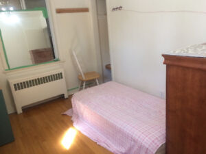 Private room, available sept, very close to subway