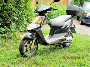 2005 Derby Atlantis  call the cops someone steals this scooter