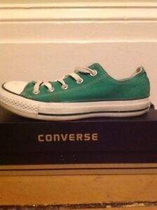 Women's size 5/Men's size 4 Nearly New Converse All Stars