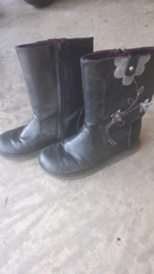 Girls size 11 black fall boots