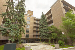 1 Bdrm available at 2527 Lake Shore Blvd West, Toronto
