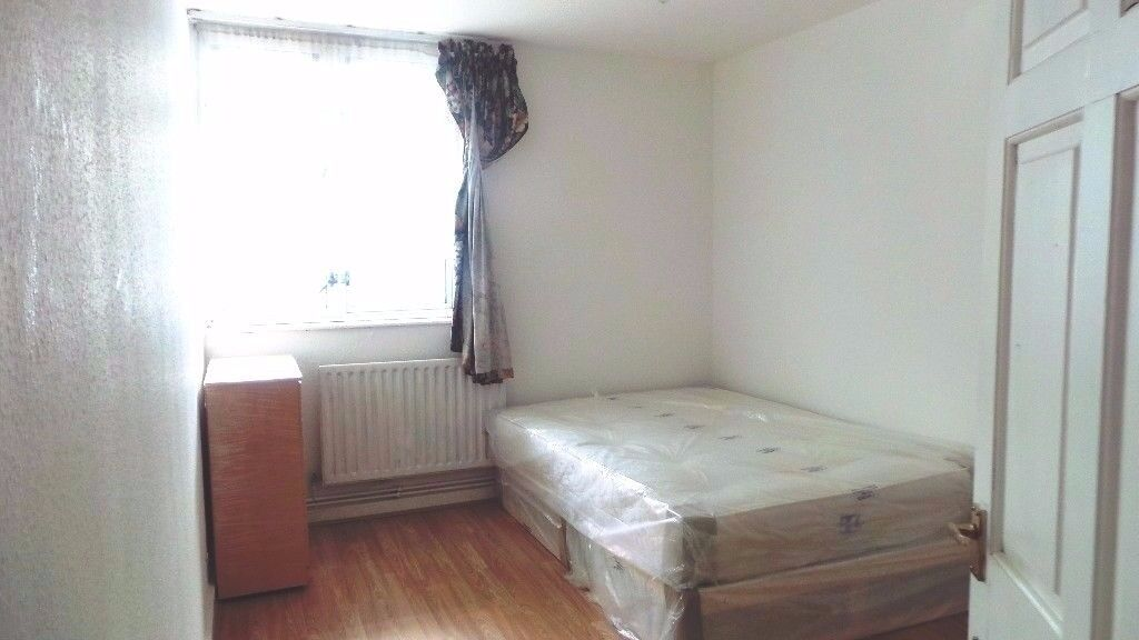 Spacious 4 Bedroom flat located in Shadwell just outside of the Overground Station
