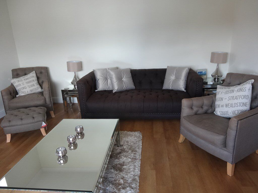 Dfs Trafalgar Suite Large Chesterfield Style Sofa Two Accent Chairs Footstool Excellent