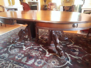 Beautiful Antique Victorian Walnut Dining Table