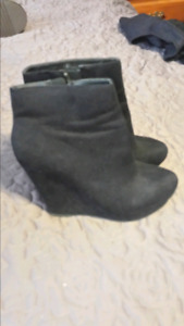 Boots black size 9