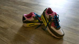 Size 6 perfect condition ladies Nike Air Max