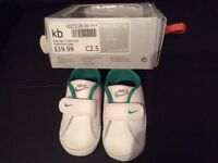 Perfect condition baby Nike shoes size 6-9 months