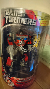 Optimus Prime leader class new never opened