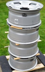 4 Chevrolet / GMC ¾ and 1 ton wheel rims with sensors