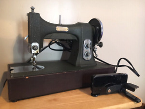 Vintage Antique WHITE ROTARY Sewing Machine with Case (Works)