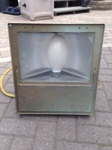 *REDUCED*  Hubbell metal halide work light -MUST GO