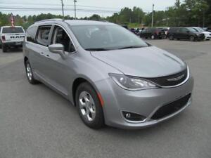 2017 Chrysler Pacifica Touring L Plus / Leather / DVD
