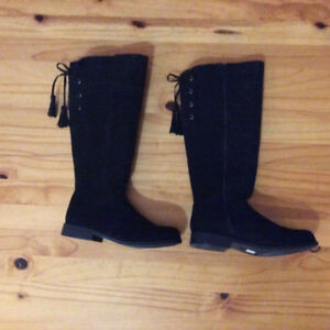 Girl 's Suede Boot -Size 4