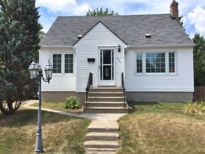 NEW LISTING.....CUTE & COZY NORTH-END UNDER $200K