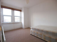 A modern & large 4 bed flat set just off Green Lanes with easy access to Manor House station