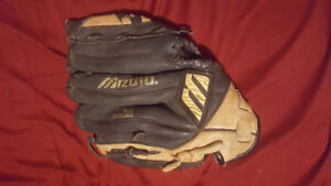 Youth Mizuno Baseball Glove