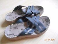 Scholl sandals size 4