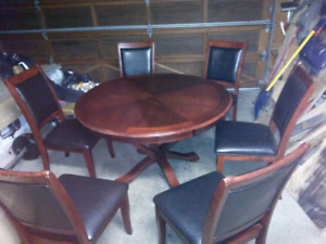 Red oak kitchen table with 6 leather matching set