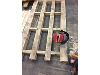 free timber and wooden pallets
