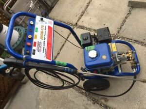 Powerful Gas powered 2400 Psi 2.2 GPM high-pressure washer