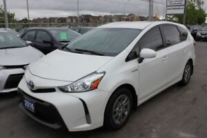 2016 Toyota Prius v Leather Navigation