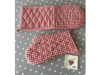 BRAND NEW - Double oven glove & mitt