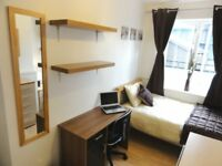 Gorgeous room with LCD TV In Zone 2. 5-10 Min to the City, Central London or Canary Wharf