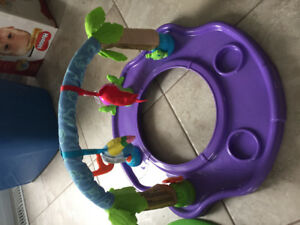 Summer super duper seat / play saucer seat