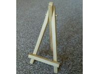 18 Tiny wooden easels
