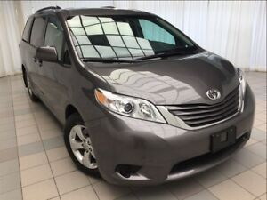2017 Toyota Sienna LE *JUST 20,655 KM!*