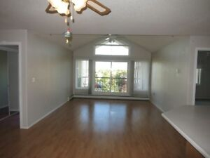 #2592 - 2 Bed 2 Bath Condo w/ Underground Parking $1400 Aug. 1st
