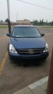 2008 Hyundai Entourage Minivan with low kms.PRICE REDUCED !