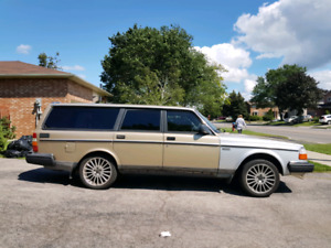 Volvo 240 DL Wagon *super low kms*