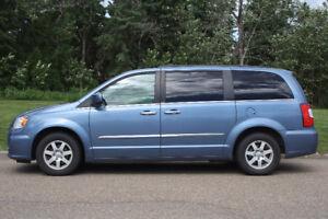 Low mileage 2011 Chrysler Town & Country Touring Minivan