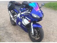 Lovely Yamaha R6 blue 2000